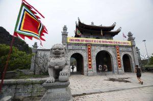 (3) Vietnam – Trang An (Hoa Lu and Tam Coc Caves)